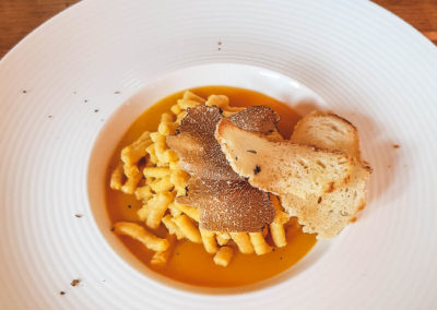 Foto_Piatti_Menu_Passatello asciutto su crema di zucca e tartufo nero dell'appennino