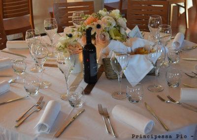 Particolare allestimento tavoli per pranzo matrimonio al ristorante Principessa Pio di Ferrara