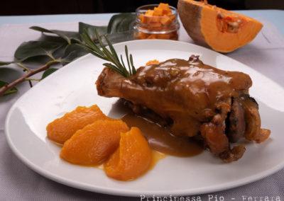 Foto_Piatti_Stinco di maiale cotto in bassa temperatura con quenelle di purè di zucca