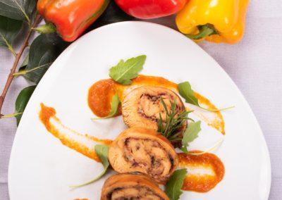 Foto_Piatti_Coniglio in porchetta su crema dolce di peperoni dell'orto