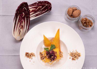 Foto_Piatti_Millefoglie di polenta gialla con radicchio rosso, noci e squacquerone di Romagna